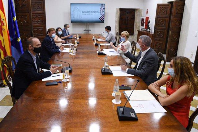 Reunión de la comisión interdepartamnetal en imagen de archivo