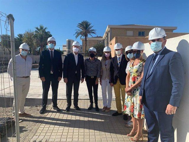El consejero de Educación y Deporte, Javier Imbroda, visita las obras del CEIP Mare Nostrum de Adra (Almería).