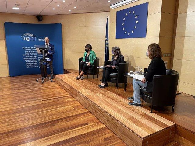 Diàleg de l'Oficina del Parlament Europeu a Barcelona amb la consellera Tània Verge i l'eurodiputada Diana Riba sobre la catalogació de la violència de gènere com un delicte greu