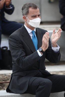 Archivo - El Rey Felipe VI, aplaude durante la inauguración del nuevo campus de Airbus, a 15 de abril de 2021, en Getafe, Madrid, (España). Este campus convierte a la región en la tercera con mayor superficie aeroespacial de Europa. La idea principal del