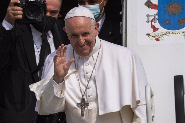 15 September 2021, Slovakia, Bratislava: Pope Francis waves as he boards his plane while departing for the Vatican at Bratislava airport after visiting Slovakia. Photo: Jaroslav Novák/TASR/dpa