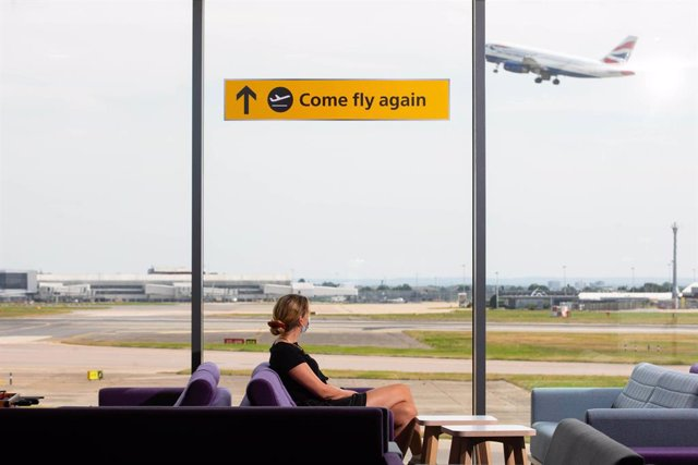 Archivo - Arxiu - Un avió a l'aeroport d'Heathrow