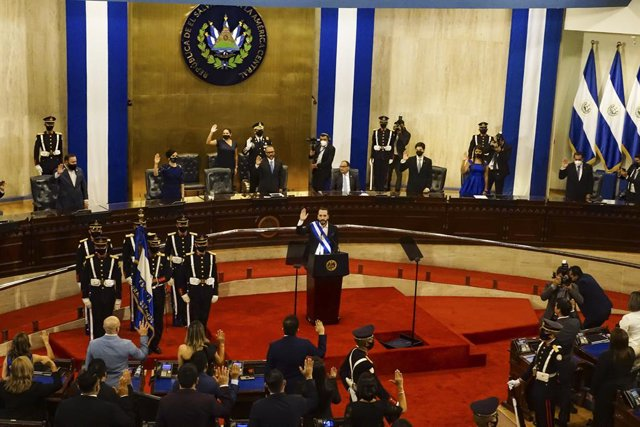 Archivo - 02 June 2021, El Salvador, San Salvador: Salvadoran President Nayib Bukele speaks to Congress during the anniversary of the end of his second year in the government. Photo: Camilo Freedman/ZUMA Wire/dpa