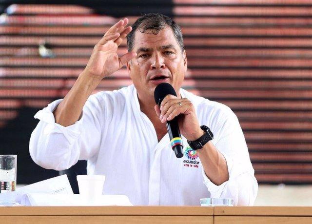 """Archivo - El presidente saliente de Ecuador, Rafael Correa, ha asegurado que la victoria de Lenín Moreno en la segunda vuelta de las elecciones presidenciales de Ecuador del pasado domingo supone un """"golpe durísimo"""" para la derecha de Ecuador y la de todo"""