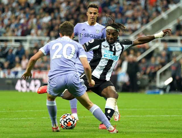 17 September 2021, United Kingdom, Newcastle: Newcastle United's Allan Saint-Maximin (R) scores his side's first goal during the English Premier League soccer match between Newcastle United and Leeds United at St James' Park. Photo: Owen Humphreys/PA Wire