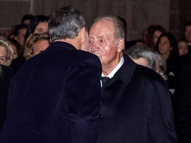 Archivo - Arxivo - Els Reyes Felipe i Juan Carlos, en una imatge d'arxiu
