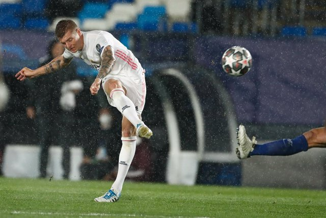 Archivo - Toni Kroos of Real Madrid in action during the UEFA Champions League, Semifinals Leg Two, football match played between Real Madrid and Chelsea FC at Alfredo Di Stefano stadium on April 27, 2021, in Valdebebas, Madrid, Spain.
