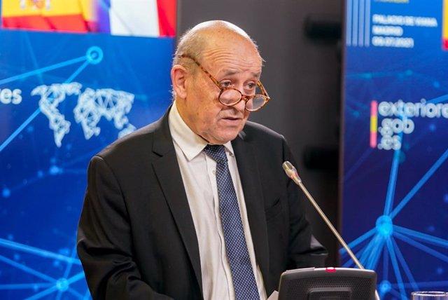 Archivo - La ministro de Exteriores francés, Yves Le Drian, durante una rueda de prensa junto a la titular de Exteriores española, en el Palacio de Viana, a 9 de julio de 2021, en Madrid (España). La reunión entre los titulares de Exteriores española y fr