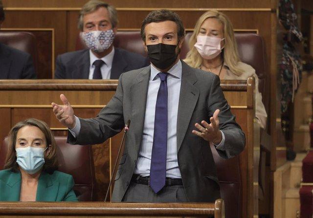 El líder del PP, Pablo Casado, interviene en una sesión de control al Gobierno en el Congreso de los Diputados, a 15 de septiembre de 2021, en Madrid, (España).