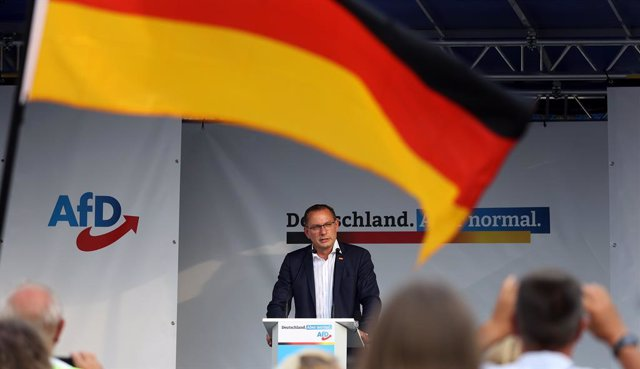 Archivo - 13 August 2021, Saxony-Anhalt, Stendal: Tino Chrupalla, leader of the Alternative for Germany (AfD) parliamentary group and top candidate for the Bundestag election, speaks on the podium during the AfD's campaign tour in Stendal. Photo: Ronny Ha