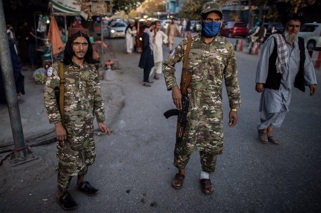 17 September 2021, Afghanistan, Kunduz: Taliban policemen patrol a street in Kunduz, northern Afghanistan. Photo: Oliver Weiken/dpa