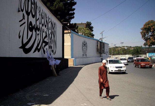 Archivo - Murales pintados en Kabul tras el ascenso de los talibán