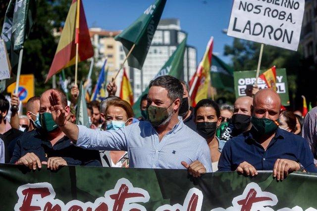 El presidente de Vox, Santiago Abascal, en una manifestación contra el Gobierno convocada por el sindicato Solidaridad, a 18 de septiembre de 2021, en Madrid (España). El sindicato Solidaridad convoca esta manifestación contra el Gobierno, que también tie