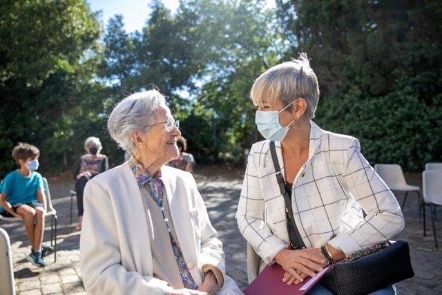 La consellera de Justícia, Lourdes Ciuró, i l'autora Remei Oliva