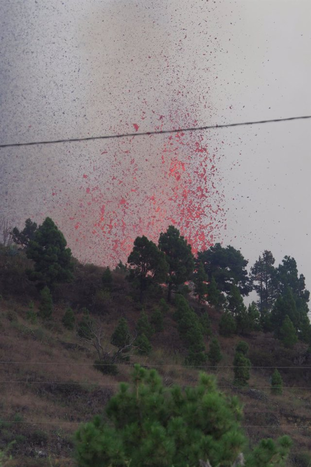 An eruptive mouth expels lava and pyroclasts in the Cabeza de Vaca area, on September 19, 2021, in El Paso, La Palma, Canary Islands (Spain).  A volcanic eruption started this afternoon in the Cabeza de Vaca area (La Palma, Canary Islands), just