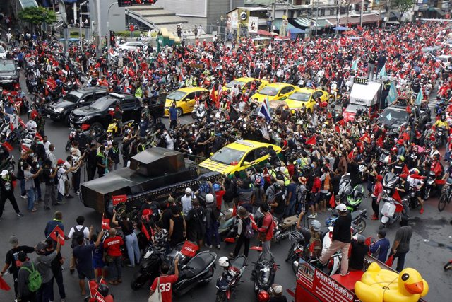 19 September 2021, Thailand, Bangkok: Pro-democracy protesters take part in a car mob rally demanding Thai Prime Minister, Prayut Chan-o-cha, to step down. Photo: Chaiwat Subprasom/SOPA Images via ZUMA Press Wire/dpa