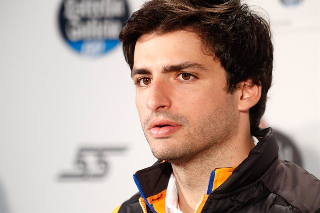 Archivo - Carlos Sainz, driver of McLaren Racing Team F1, attends to the Media during a promotional act with Estrella Galicia 0,0 celebrated at Espacio Bogarti on March 05, 2020 in Madrid, Spain.