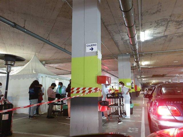 Vacunación parking 3 del HUCA.