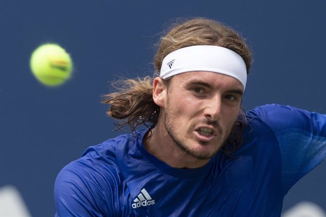 Archivo - 13 August 2021, Canada, Toronto: Greek tennis player Stefanos Tsitsipas in action against Norway's Casper Ruud during the quarter-final tennis match on Day Five of the National Bank Open at Aviva Centre. Photo: Chris Young/The Canadian Press via