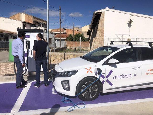 punt de recàrrega de cotxes elèctrics d'Endesa X a Riba-roja d'Ebre