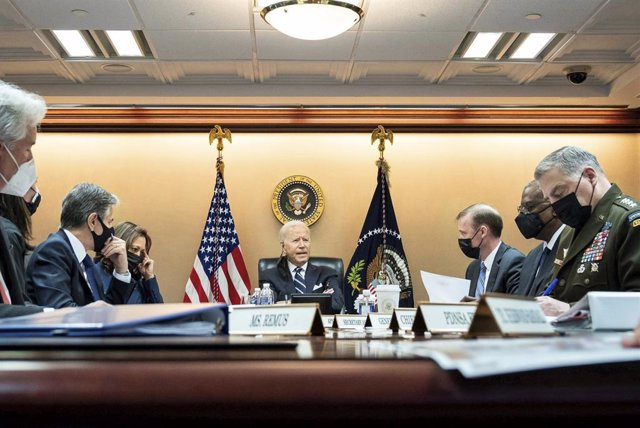 El presidente de Estados Unidos, Joe Biden, con varios altos cargos de su Administración en una reunión de emergencia sobre Afganistán.