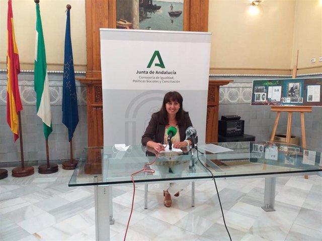 Archivo - Imagen de archivo de la delegada de Educación en Huelva, Estela Villalba, en rueda de prensa.