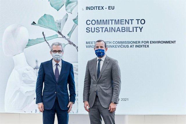 El comisario de Medio Ambiente, Océanos y Pesca de la Unión Europea, Virginijus Sinkevicius, y el presidente de Inditex, Pablo Isla