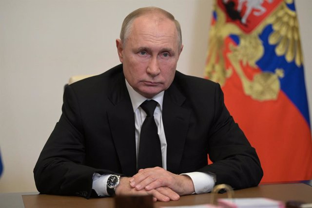 HANDOUT - 20 September 2021, Russia, Novo-Ogaryovo: Russian President Vladimir Putin speaks with Ella Pamfilova, Chairperson of the Central Election Commission of the Russian Federation during a video meeting. Photo: -/Kremlin/dpa - ATTENTION: editorial u