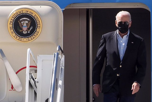 07 September 2021, US, New York: USPresident Joe Biden disembarks from Air Force One at John F. Kennedy (JFK) airport. Biden is visiting parts of New York City and New Jersey that suffered damage when remnants of Hurricane Ida hit the region with flash f