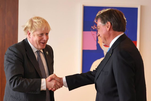 20 September 2021, US, New York: UK Prime Minister Boris Johnson (R) shakes hands with Brazilian President Jair Bolsonaro before a bilateral meeting at the British diplomatic residence in New York. Photo: Michael M. Santiago/PA Wire/dpa