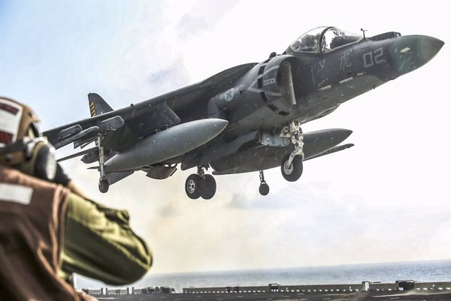 Archivo - Un avión de la coalición internacional contra Estado Islámico, encabezada por EEUU