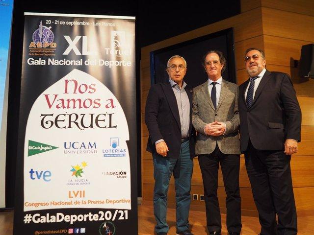 El presidente de la AEPD, Julián Redondo, con los presidentes del COE, Alejandro Blanco, y del CPE, Miguel Carballeda.
