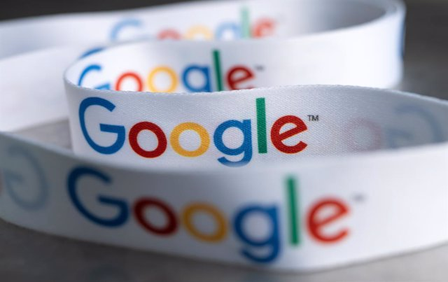 31 August 2021, Berlin: A lanyard with the Google logo lies at the presentation of the investment plan for Google Germany in the capital representation of Google in Berlin-Mitte. Photo: Bernd von Jutrczenka/dpa