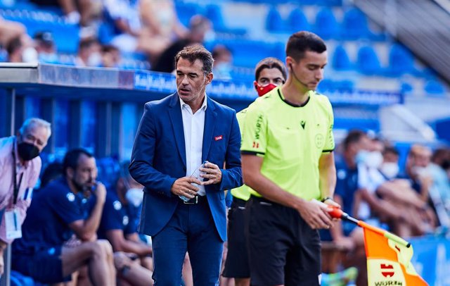 Luis Garcia PLaza, coach of RCD Mallorca, looks on during the Spanish league, La Liga Santander, football match played between Deportivo Alaves and RCD Mallorca at Mendizorroza stadium on August 21, 2021 in Vitoria, Spain.