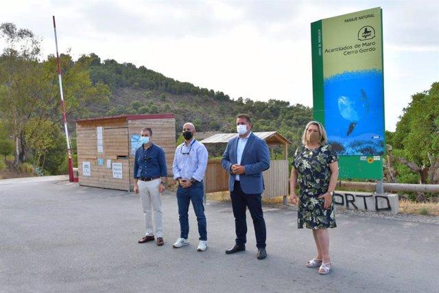Visita de la Junta y el Ayuntamiento de Almuñécar a Cantarriján