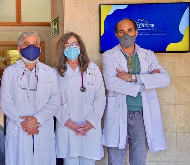 Parte del equipo del Centro de Rehabilitación de Daño Cerebral Crecer.
