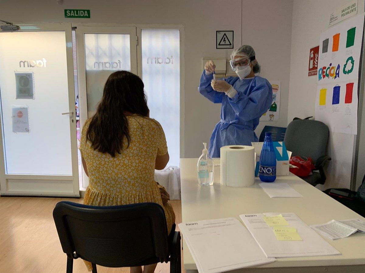 Sanidad notifica 2.450 nuevos casos de coronavirus, 82 muertes y la incidencia desciende a 79 casos