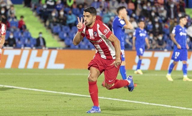Luis Suárez celebra el tanto del empate ante el Getafe en el Coliseum Alfonso Pérez