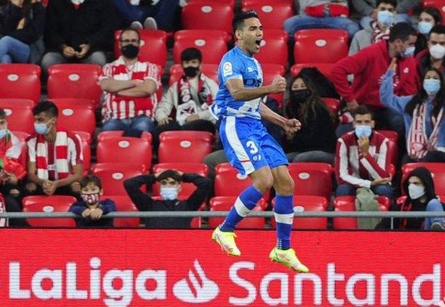 Radamel Falcao celebra el gol del triunfo del Rayo en San Mamés