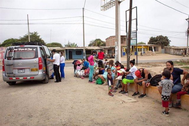 Archivo - Migrantes venezolanos en Perú