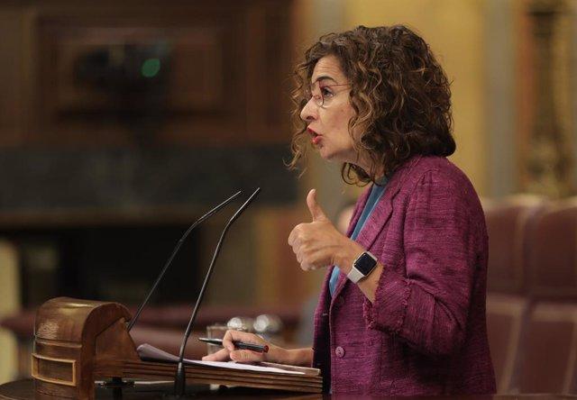La ministra d'Hisenda i Funció Pública, María Jesús Montero, intervé en un ple de control al Govern en el Congrés dels Diputats, a 22 de setembre de 2021, a Madrid.