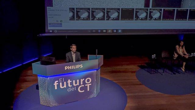 El doctor Eliseo Vañó durante la presentación de Spectral CT7500