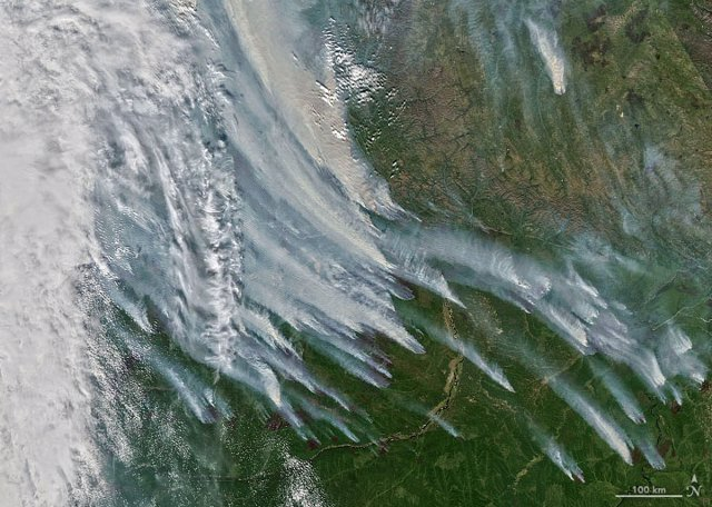 Columnas de humo proliferaban en la República de Sakah el 8 de agosto de 2021