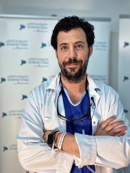 El jefe del Departamento de Radiología Vascular e Intervencionista de esta red asistencial, el doctor Eduardo Crespo