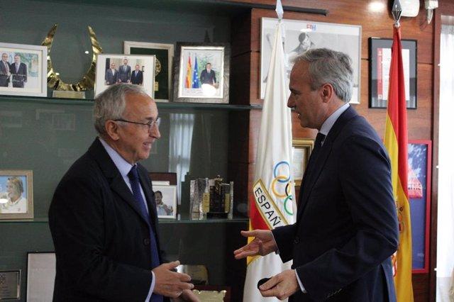El alcalde de Zaragoza, Jorge Azcón, con el presidente del Comité Olímpico Español (COE), Alejandro Blanco