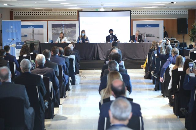 Jornada amb els cònsols acreditats a Barcelona, amb la consellera d'Acció Exterior i Govern Obert de la Generalitat, Victòria Alsina, i el president del Port de Barcelona, Damià Calvet