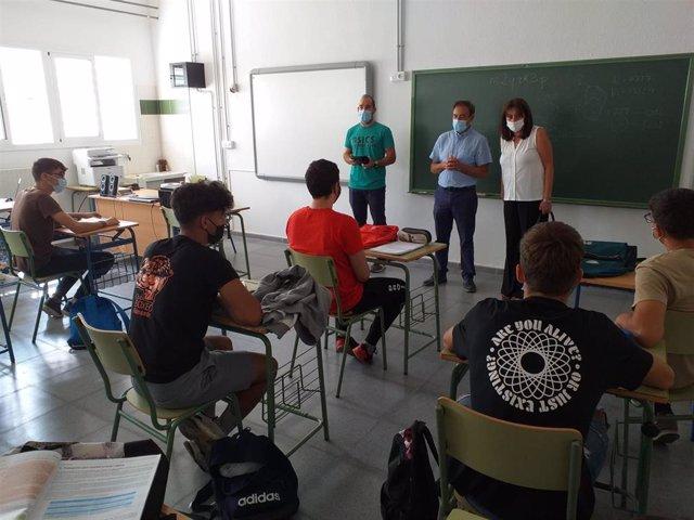 Visita de la delegada de Educación en Huelva, Estela Villalba, al IES Diego Macías de Calañas.
