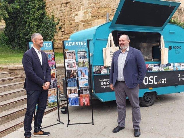 El delegat del Govern a Lleida, Bernat Solé, i el president de l'Associació de Publicacions Periòdiques en Català, Germà Capdevila