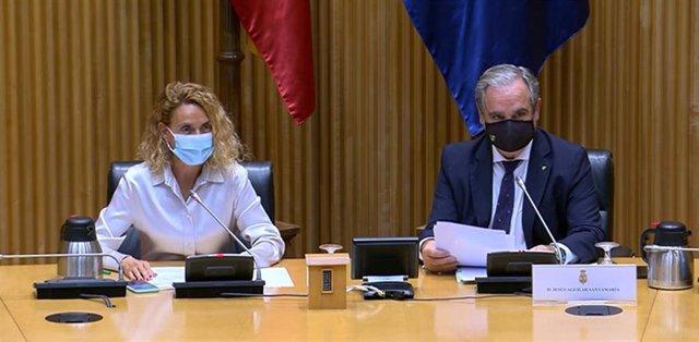 La presidenta del Congreso de los Diputados, Meritxell Batet, y el presidente del Consejo General de Colegios Farmacéuticos, Jesús Aguilar.