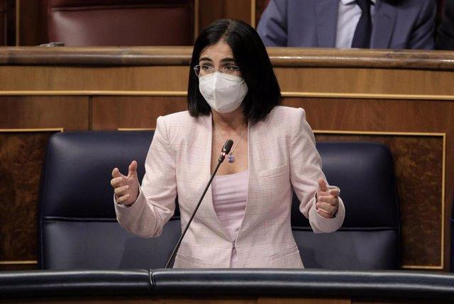 La ministra de Sanidad, Carolina Darias, interviene en una sesión de control al Gobierno en el Congreso de los Diputados, a 22 de septiembre de 2021, en Madrid, (España).